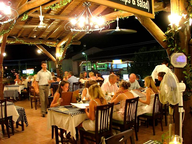R0001 Established Restaurant in the heart of Hisaronu for sale.